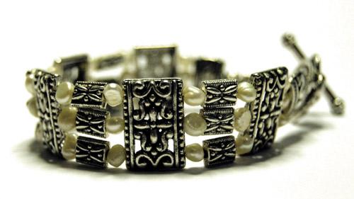 Treradigt armband vita pärlor