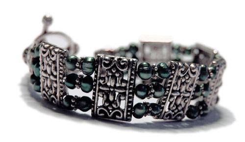 Joyfull forestgreen 3-radigt armband med djupt gröna sötvattenspärlor