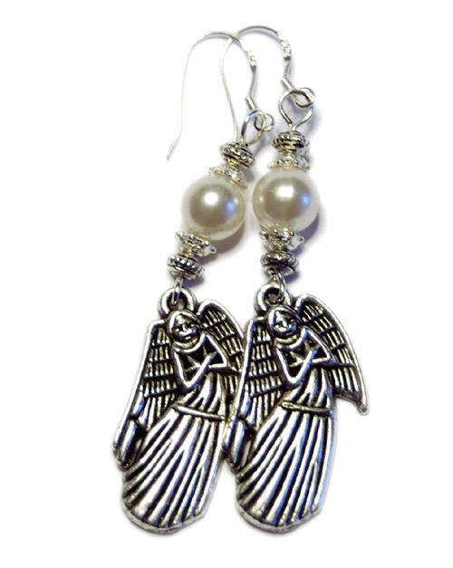 Winter Angels örhängen med änglar och vita pärlor