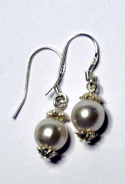 Snowballs, örhängen med vita pärlor