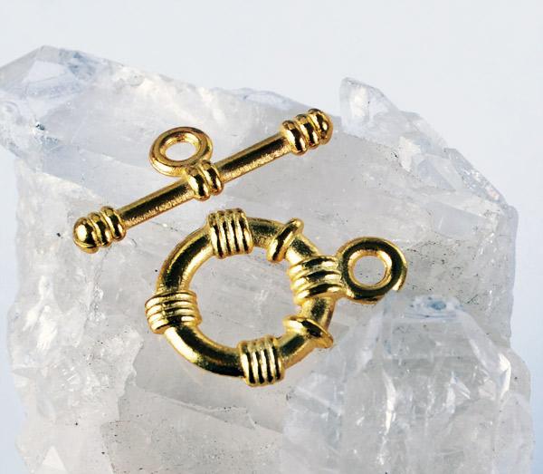 Toggle lås i guldton hos Silver och Smycken i Malmö