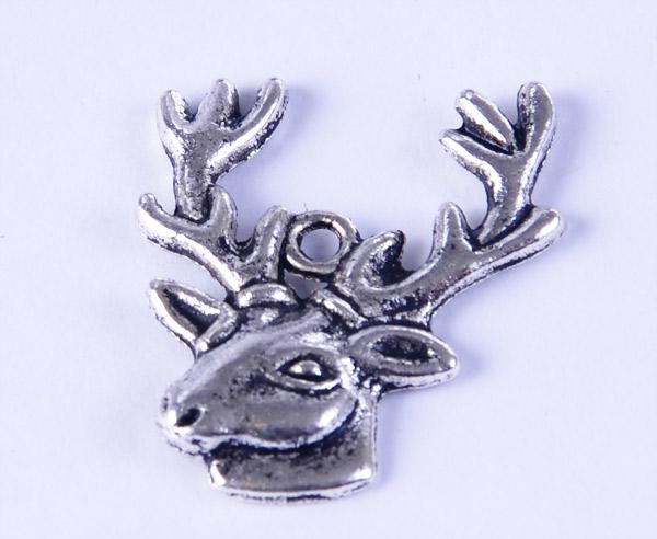 Hjort berlock i tibetsilver, smyckesdetalj hos Silver och Smycken