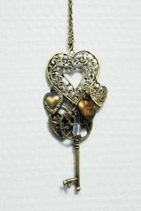 Stort brons halsband med hjärta och nyckel berlocker